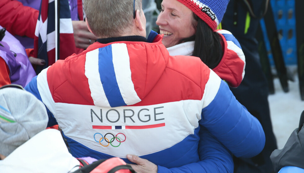 I GODE OG DÅRLIGE DAGER: Skipresident Erik Røste rotet det til for seg selv ved ikke å slippe kvinnene foran i køen. Derfor ble jubeldager som denne OL-festen med Marit Bjørgen brått snudd til mer trøbbel for skisporten. FOTO: Terje Pedersen/NTB Scanpix.