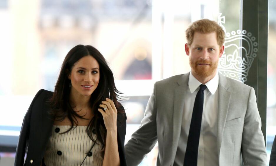 KAN SEES - UTEN KOMMENTARER: Overføringen av TV-bilder fra prins Harry og Meghan Markles bryllup blir uten kommentarer, ifølge NRK. Her er de to fotografert ved en mottakelse for delegater i Commonwealth Youth Forum. Foto: NTB scanpix