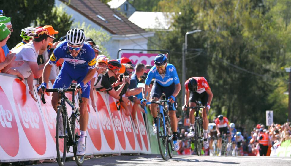 DISTANSERTE VALVERDE: Julian Alaphilippe åpner opp den avgjørende luken til regjerende vinner, Alejandro Valverde, mot slutten av Mur de Huy. FOTO: Tim de Waele (TDWSport.com)