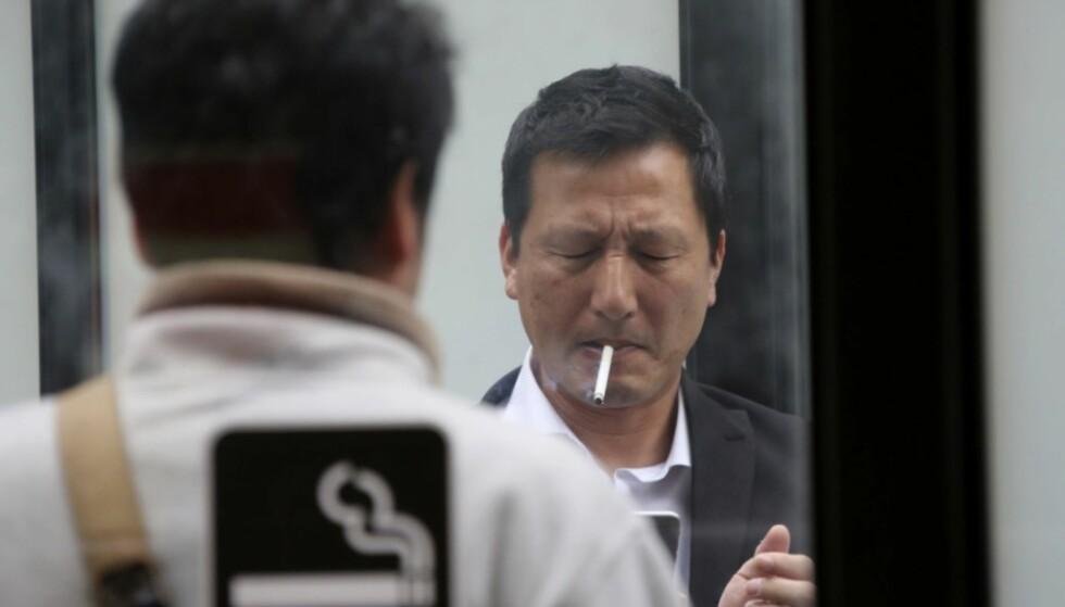FORBUD: I den japanske byen Ikoma blir det nå forbudt å ta heisen dersom det er mindre enn tre kvarter siden du tok en sigarett. Illustrasjonsfoto: NTB Scanpix