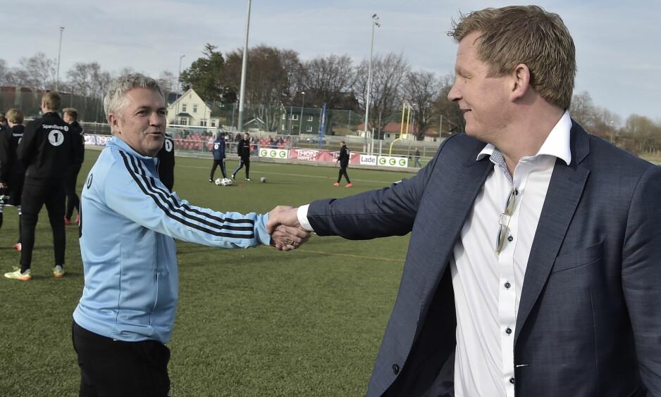 LYKKE TIL: Kåre Ingebrigtsen og Steffen Iversen hilser på hverandre før cupkampen på Lade i Trondheim. Foto: Hans Arne Vedlog / Dagbladet