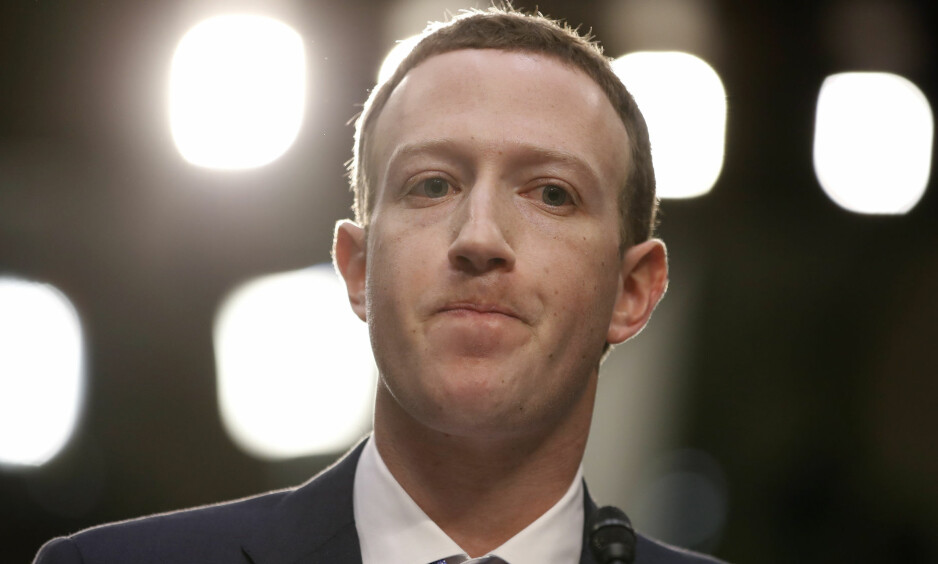 PERSONVERN: Facebook-sjef Mark Zuckerberg før høringen i Senatet tidligere i april. Personvernet er dårligere i USA enn i Europa. Foto: NTB scanpix