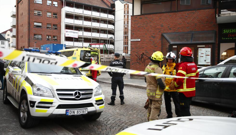 PÅGREPET: Nødetatene og bombegruppa rykket torsdag kveld ut til Rosenhoff i Oslo. Foto: NTB scanpix