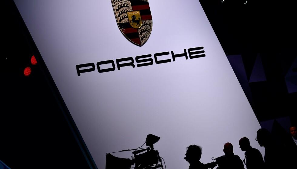 PÅGREPET: En sjef i bilprodusenten Porsche er pågrepet, to dager etter at tyske myndigheter gjennomførte en razzia mot et titalls lokaler tilhørende selskapet. Foto: AFP PHOTO / Tobias SCHWARZ / NTB Scanpix