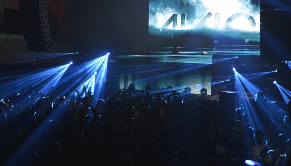 SUKSESSRIK: I løpet av sitt 28 år lage liv rakk Tim Bergling å gjøre en enorm karriere som artist under navnet Avicii. Her fra en konsert i New York i 2014. Foto: Splash News.