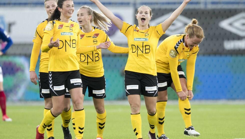 TI STRAKE: Her jubler Guro Reiten etter seieren mot Vålerenga tidligere i år. Foto: Terje Pedersen / NTB scanpix