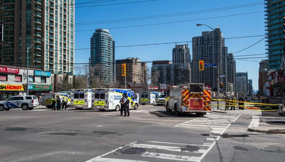 AVSTENGT: Politisjef Mark Saunders opplyste om at hendelsen begynte nær krysset mellom Younge Street og Finche Avenue, og fortsatte langs Younge Street. Foto: NTB Scanpix