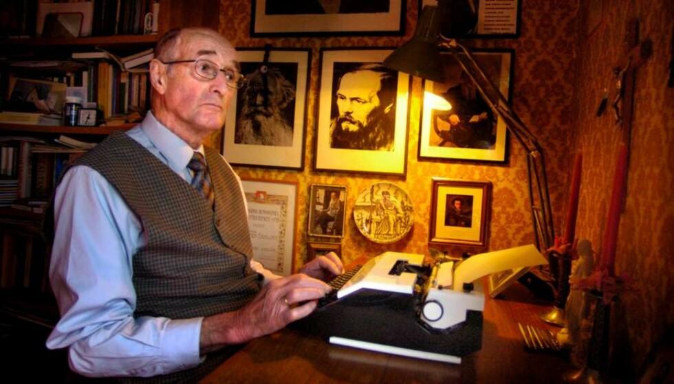 STERK POET: Arnold Eidslott skrev original lyrikk der den kristne troen sto sentralt. Han utga 27 diktsamlinger etter debuten i 1953. Foto: Roger Engvik