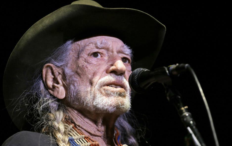 NYTT ALBUM: Willie Nelson begynner å bli voksen (85 år søndag), like fullt er han aktiv som låtskriver og utøver. Foto: Mark Humphrey / AP / NTB Scanpix