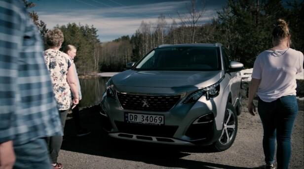 ROMSLIG OG BEHAGELIG: Peugeot 3008 SUV gir komfort til hele familien på lange turer. Romslig og med god plass til alle, er bilen perfekt for bilferier.