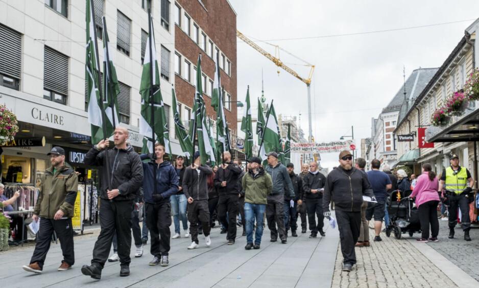 FINN DEG SELV: Høyreekstreme marsjerte i Kristiansand i fjor sommer. Foto: Tor Erik Schrøder / NTB scanpix