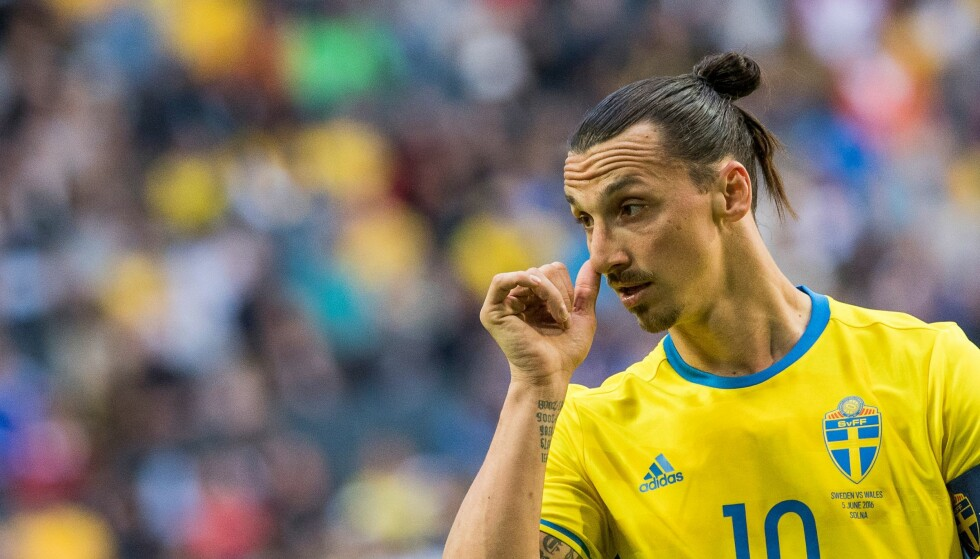 YDMYK: Det er ikke helt typisk Zlatan Ibrahimovic, men han er relativt ydmyk når han snakker om Sveriges VM-sjanser - og mener laget er bedre uten ham. Foto: AFP PHOTO / JONATHAN NACKSTRAND