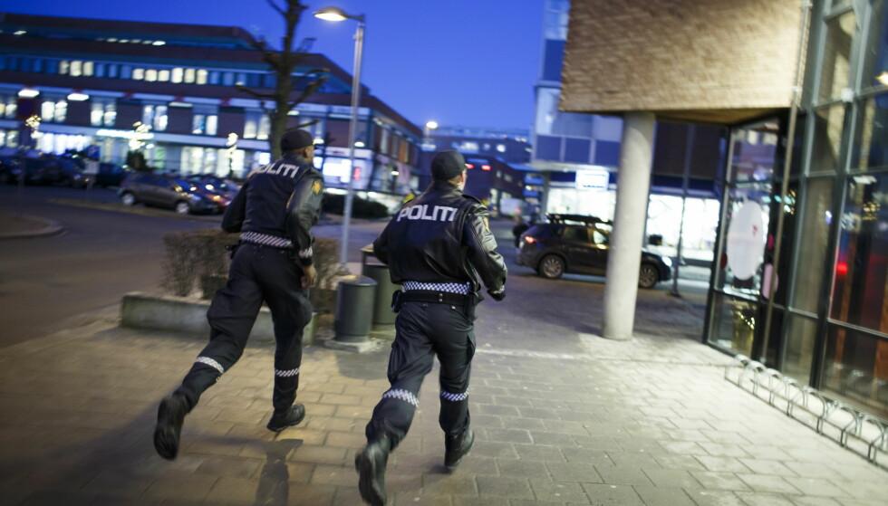 TRUES: Politiet i Oslo har flere ganger blitt forsøkt hindret av væpnede tenåringer. Illustrasjonsfoto: Heiko Junge / NTB scanpix