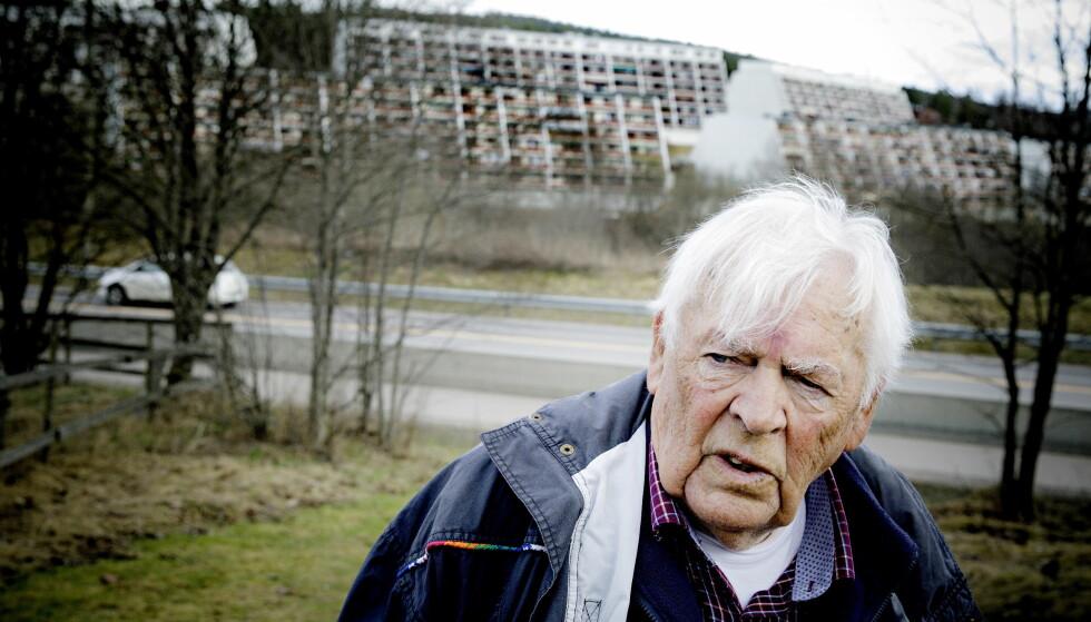 BEKYMRET: Arbeiderparti-legenden Thorbjørn Berntsen (83), også kjent som «leppa fra Grorud», var saksordfører for den første stortingsmeldingen om innvandring, i 1975. - Vi gjorde et ærlig forsøk på å integrere arbeidsinnvandrerne, men innså at vi måtte ha en stopp for å klare å integrere dem i samfunnet vårt, sier Berntsen, som har bodd 31 av sine år på Vestli. Alle foto: Nina Hansen