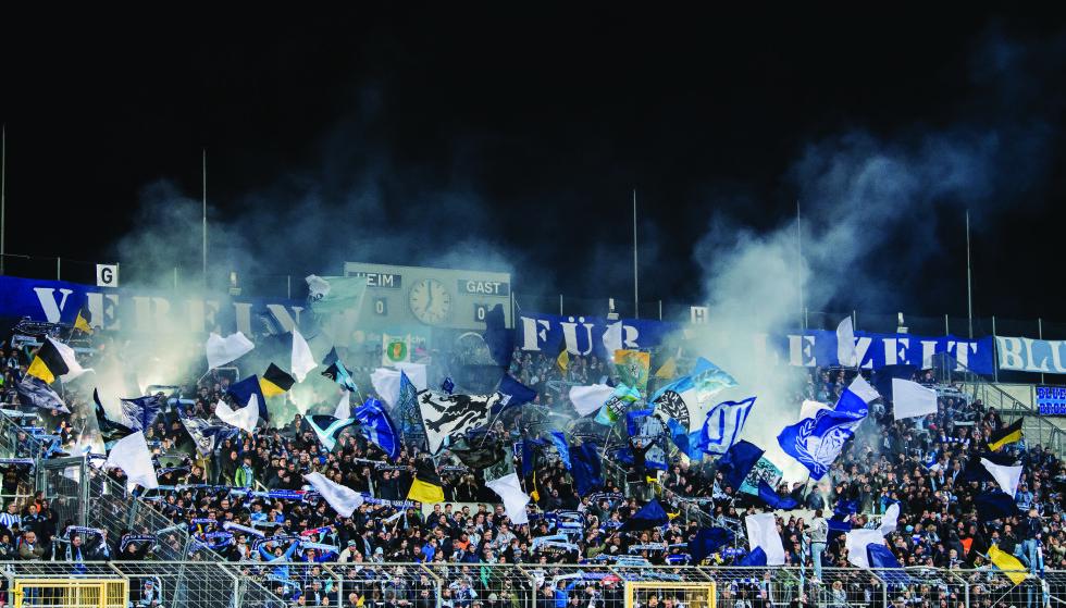 FØLER SEG HJEMME: 1860 München-supporterne på Grunwalder stadion. Foto: FourFourTwo
