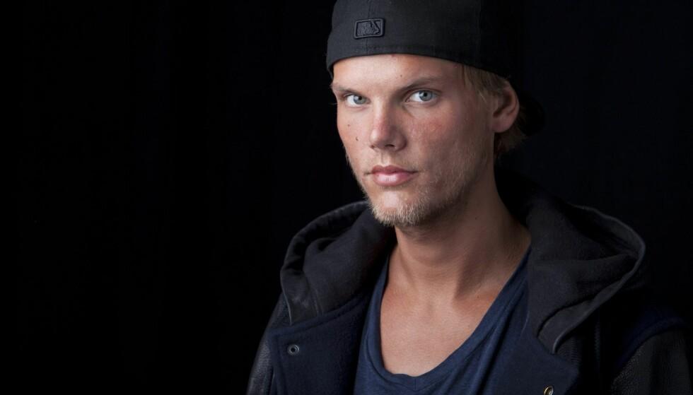 SORG: Hundrevis har hyllet den svenske artisten Avicii den siste uka. Nå bryter kjæresten hans tausheten om dødsfallet, i et langt og personlig brev. Foto: NTB scanpix