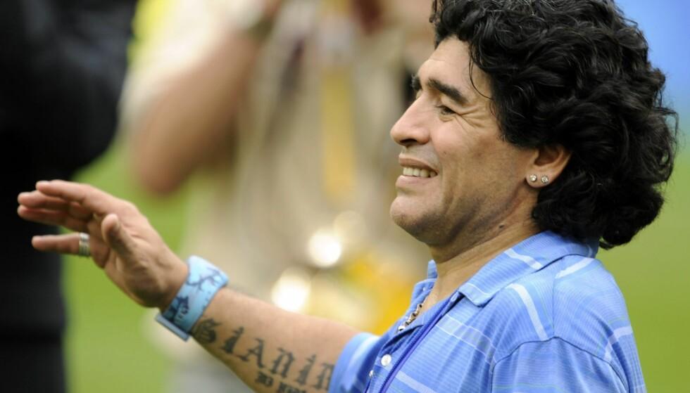 MARADONA SLUTTER I EMIRATENE: Diego Maradona gir seg som trener i De forente arabiske emiratene. Foto: Martti Kainulainen / LEHTIKUVA / NTB Scanpix