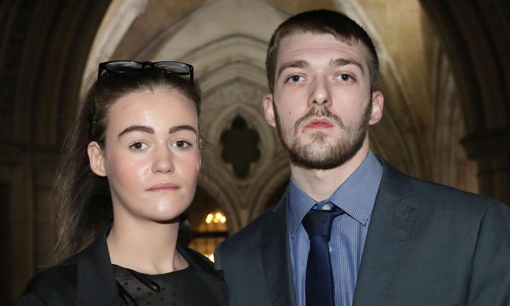 FORELDRENE: Alfies foreldre, Kate og Tom Evans, mener de bør ha rett til å bestemme over sitt eget barns skjebne. Foto: NTB Scanpix