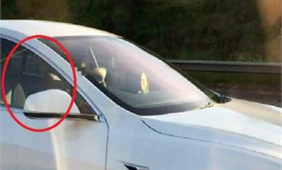 FARLIG PÅ VEIEN: Et bildet tatt av et vitne viser at føreren av bilen ikke sitter i førersetet. Foto: Herts Police