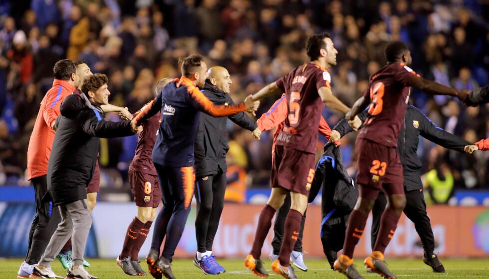 KUNNE JUBLE: Barcelona-spillerne kunne juble etter fløytesignalet søndag kveld. Foto: NTB/Scanpix