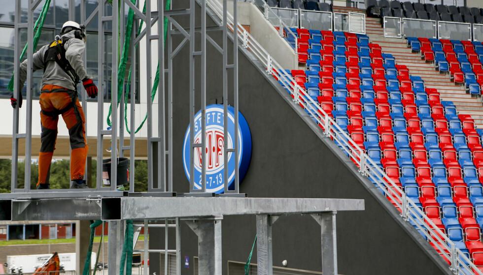 BRUK OG KAST: Det siste tiåret har mange av de store entreprenørbedriftene blitt så vant til å kunne leie inn og bruke og kaste arbeidskraft, at det nærmest er blitt utenkelig å ansette folk, skriver artikkelforfatteren. På bildet er en anleggsarbeider under byggingen av Vålerengas nye stadion. Illustrasjonsfoto: Erlend Dalhaug Daae / NTB scanpix