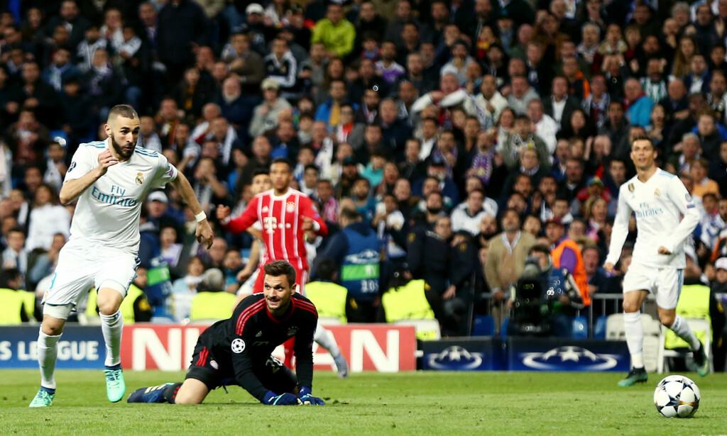 INNSER FEILEN: Sven Ulreich kan bare se at Karim Benzema legger på til 2-1 for hjemmelaget. Foto: NTB Scanpix