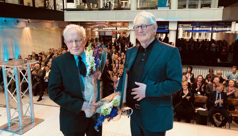 PRIS: Dagbladet avistegner Finn Graff (høyre) er tildelt Den store journalistprisen 2017 sammen med Per Egil Hegge. Foto: Matthias Vedeler / Norsk Presseforbund
