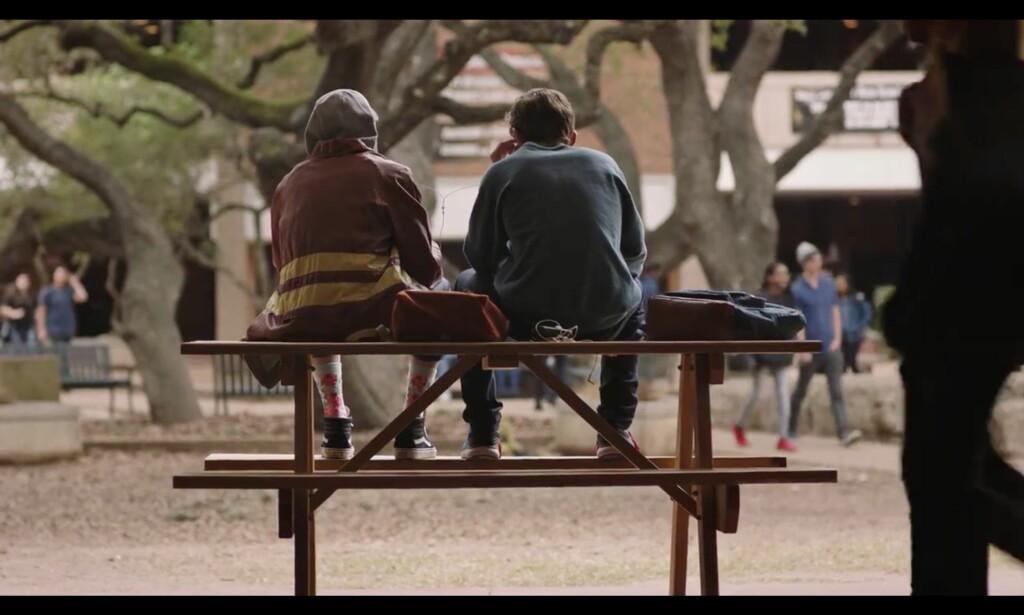 Ny benk, samme, evige problemstillinger. Foto: Facebook Watch