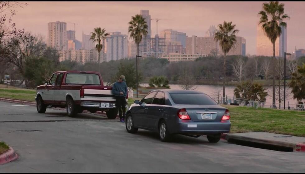 Hmmm, hvem er det som kjører disse bilene her da? Hæ, er det kidsa? Åja, vi er i USA ja, stemmer det. Foto: Facebook Watch