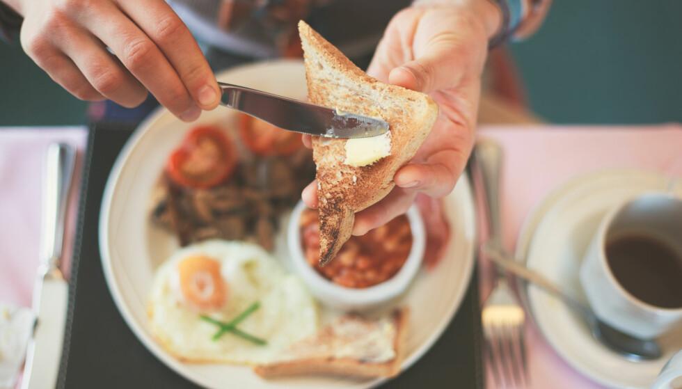 FROKOST: Frokosten kan være grunnen til at pila på badevekta går oppover. Foto: Lolostock / Shutterstock / NTB scanpix