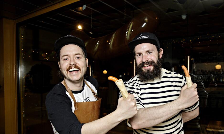 PØLSETREKK: Edvard Gran (til venstre) og Daniel Byskov har testet lomper for Dagbladet. Foto: Nina Hansen / Dagbladet