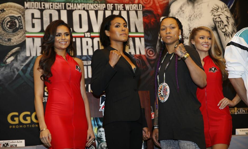 USA-DRØM: Cecilia Brækhus (nummer to fra venstre) er klar til å møte amerikanske Kali Reis i bokseringen. Kampen går i Los Angeles klokka 05.00 søndag morgen, norsk tid. Her fra pressekonferansen der også to modeller var til stede. Foto: NTB Scanpix