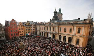 STERK STØTTE: 13. april oppsto en spontan folkelig protest i Stockholm mot at Sara Danius ble tvunget til å gå av som Svenska Akademins sekretær. Foto: NTB Scanpix