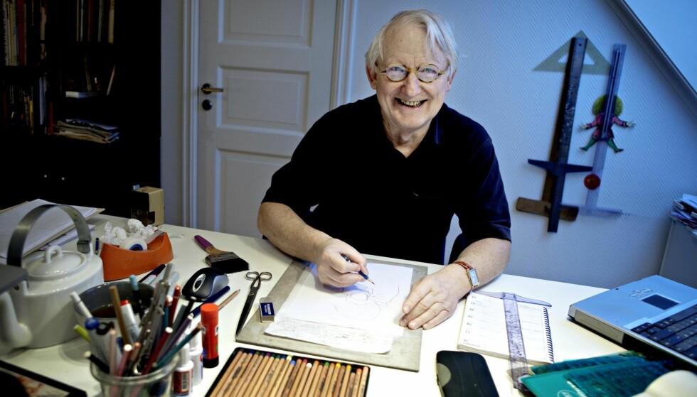 En institusjon: Finn Graff hjemme i arbeidsrommet på Frogner. Foto:Lars Eivind Bones