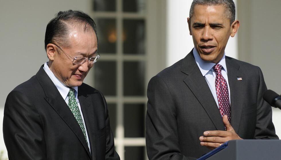 OBAMAS UTVALGTE: Her blir Jim Yong Kim introdusert som president Barack Obamas nominerte for den neste presidenten i Verdensbanken i 2012. Foto: REUTERS/Jonathan Ernst