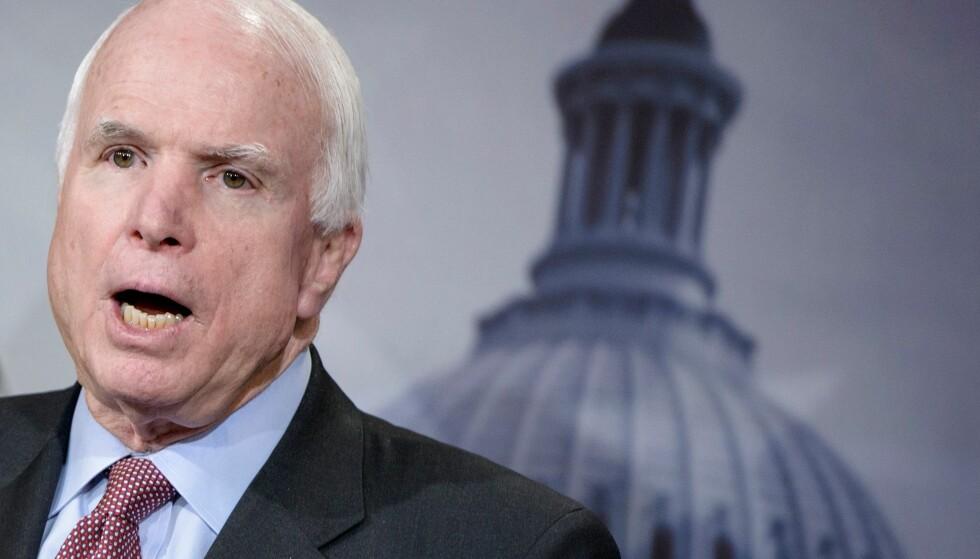 MISTET RESPEKTEN: Krigsveteranen John McCain støttet Trump som presidentkandidat helt fram til en måned før valget, da det kom fram at Trump hadde kommet med nedsettende uttalelser om kvinner. Da trakk han støtten. Foto AFP / NTB Scanpix
