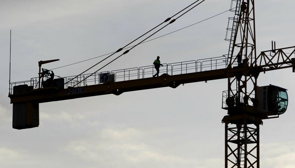 ILLUSTRASJON: Det var ei kran av denne typen mannen klatret opp i, og deretter begynte å styre. Foto: NTB Scanpix
