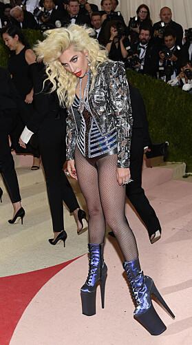 LADY GAGA: Lady Gaga gikk også for et dristig antrekk. Foto: NTB Scanpix