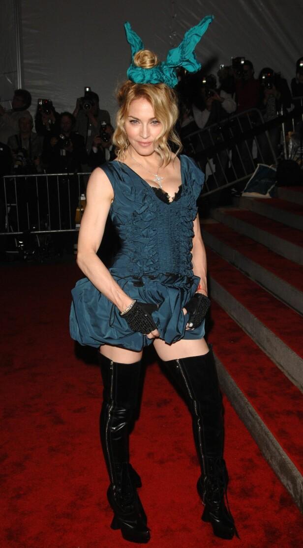 NÅDELØS KRITIKK: I 2009 ble Madonna slaktet av motekritikerne for dette antrekket. Foto: NTB Scanpix