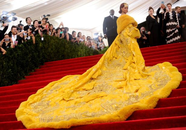 FOR MYE: I 2015 ble kjolen til Rihanna sammenliknet med en omelett. Foto: NTB Scanpix