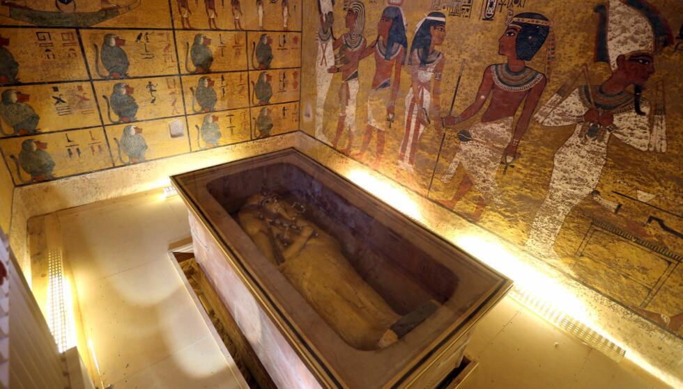 HEMMELIG ROM: Forskere har i flere år sett på muligheten for at det finnes et hemmelig rom i gravkammeret til Tutankhamon. Foto: REUTERS / Mohamed Abd El Ghany / NTB Scanpix