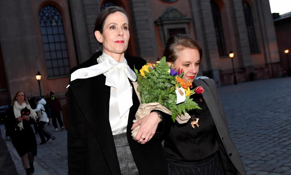TRAKK SEG: Leder Sara Danius gikk av som sekretær i Svenska Akademien i april. Her sammen med Sara Stridsberg, som nå har fått innvilget utmeldelse fra Svenska Akademien. Foto: Jonas Ekströmer/NTB scanpix