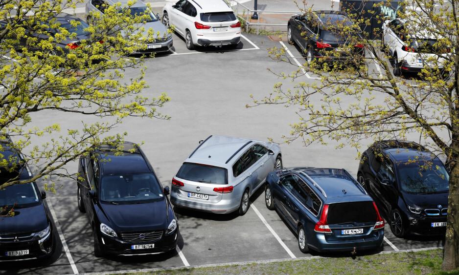 DÅRLIGE TIL Å RYGGE: Norske bilister rygget og bulket for over 583 millioner kroner i 2017, ifølge forsikringsselskapene. Foto: Cornelius Poppe / NTB Scanpix
