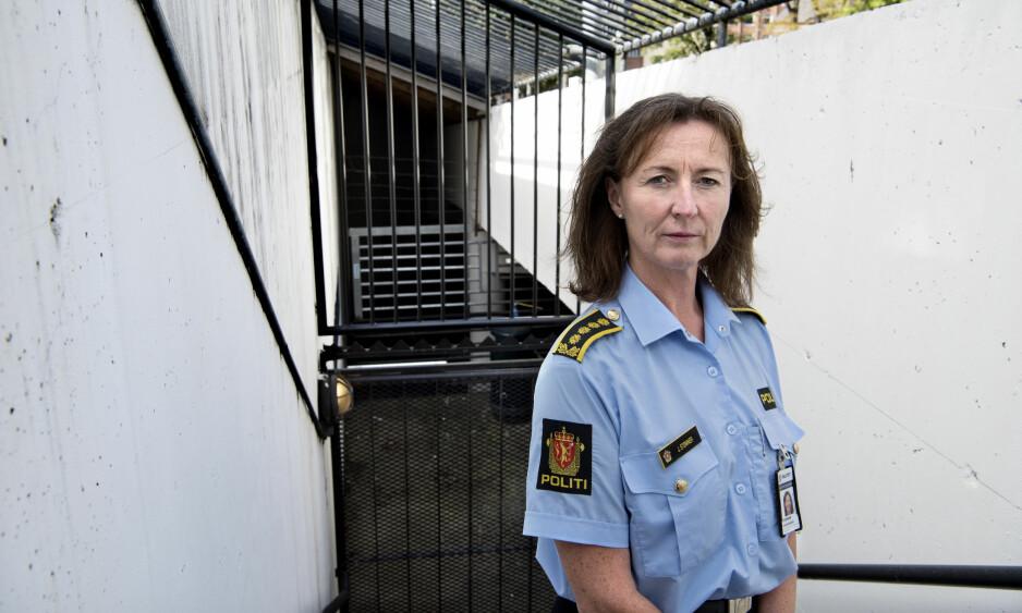 BEKYMRET: Janne Stømner leder forebyggings-enheten i Oslo politidistrikt, og er bekymret over utviklingen blant unge, kriminelle gjengangere i Oslo. - De faller utenfor systemet og har mye bagasje med seg: De har mange søsken, vokser opp i fattigdom, kan ha sett eller opplevd vold i hjemmet, de sliter på skolen og har foreldre som ikke stiller opp. De blir fort sårbare og rekrutteres inn i andre kriminelle miljø, sier Stømner. Foto: Scanpix