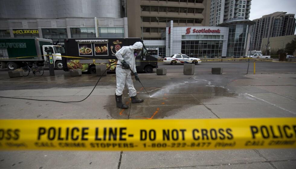 MEIDE NED KVINNER: Den selverklærte incel-terroristen Alek Minassian (25) meide ned fotgjengere på et fortau i Toronto 25. april. Åtte av de ti drepte var kvinner. Foto: Cole Burston/Getty Images/AFP