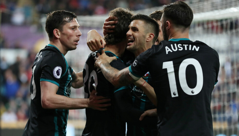 VIKTIG: Manolo Gabbiadini scoret Southamptons seiersmål. I praksis har klubben nå berget plassen i Premier League. Foto: Reuters/Peter Cziborra