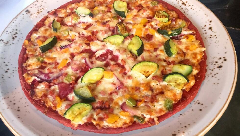 GOD PÅ BUNN: Da Norgesmesteren smakte den røde pizzaen ble en overrasket. Foto: Cecilie Louise Berg