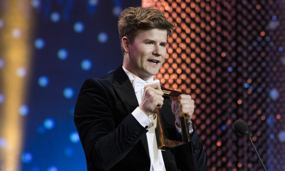 PRISVINNER: Nicolay Ramm fikk publikumsprisen under Gullruten 2018 i Grieghallen i Bergen lørdag kveld. Søndag holdte han på å miste den. Foto: Berit Roald / NTB scanpix