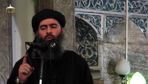 I SKJUL: IS-leder Abu Bakr al-Baghdadi er trolig fortsatt i live og skal være i skjul i Syria, nær gransa til Irak. Foto: AFP PHOTO / AL-FURQAN MEDIA / NTB Scanpix