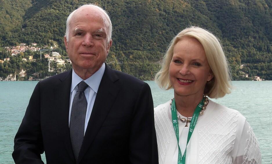 ALVORLIG SYK: President Donald Trumps spesialassistent, Kelly Sadler, skal ha kommet med en ufin kommentar om senator og tidligere presidentkandidat John McCain, som lider av hjernekreft. Nå raser familien. Foto: NTB Scanpix.